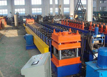 ประเทศจีน Galvanized Steel Highway Guardrail Roll Forming Machine With Easy Operation ผู้ผลิต